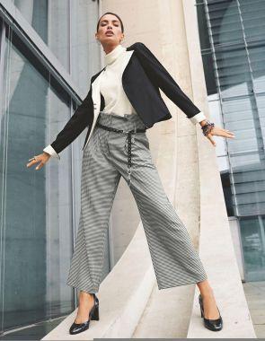 Широкие брюки по щиколотку с завышенной талией